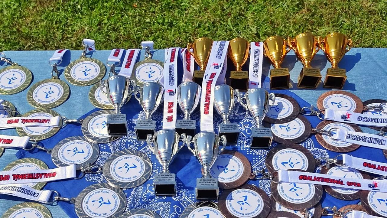 Beachminton, érmek és kupák, amatőr és versenyengedéllyel rendelkező játékosoknak